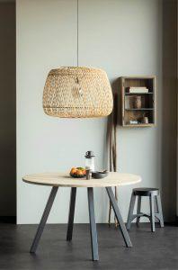 Tafel met lamp